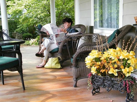Everheart Country Manor: Reading the paper on a sunny morning.