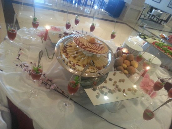 Monte Casa Spa & Wellness: delightfully arranged buffet