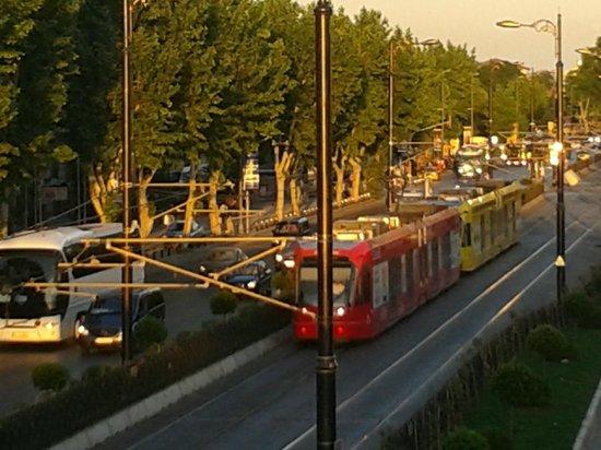"""Eresin Hotels Topkapi: """" Tram elétrico"""" - o metrô de superfície -ótimo transporte para sair do hotel"""