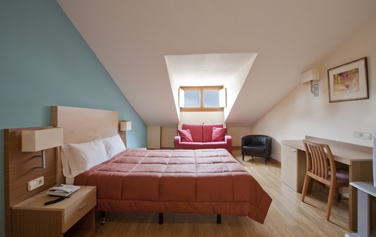 Hotel Mirador Puerta del Sol: Habitación familiar, abuhardillada