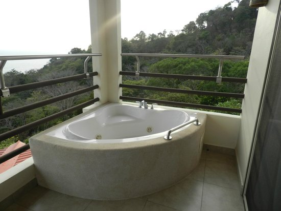 Parador Resort and Spa: jacuzzi tub on terrace of master suite