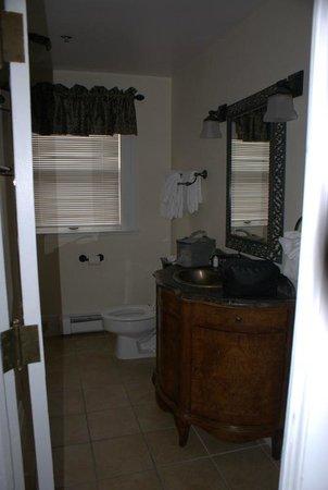 Stanley Hotel: room 401 bathroom