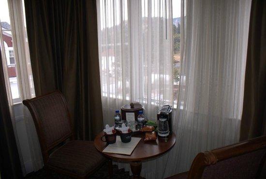 Stanley Hotel: room 401 breakfast nook