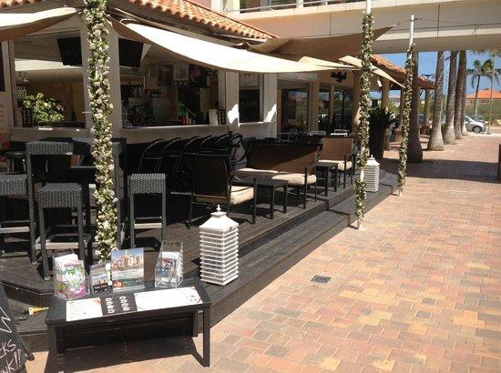 Piazza Italia Aperitivo & Kono Pizza: our location