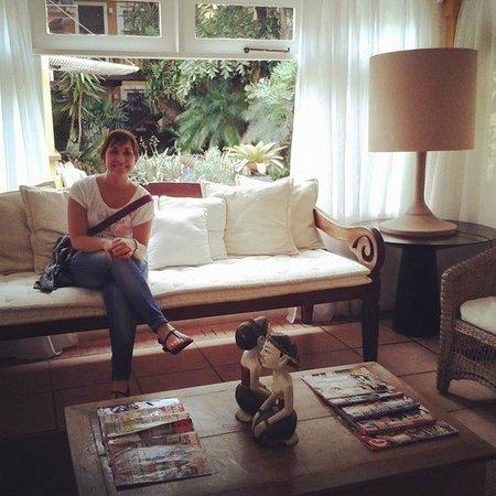 La Chimere: Living al lado de la recepción