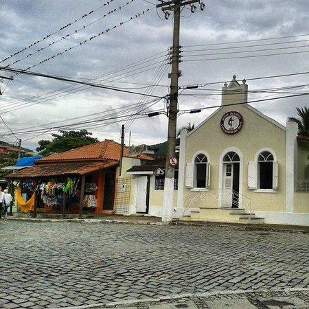 La Chimere: Iglesia enfrente de la posada