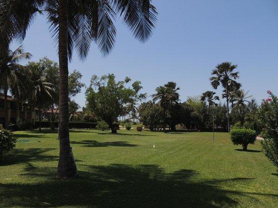 Kairaba Beach Hotel: Grounds