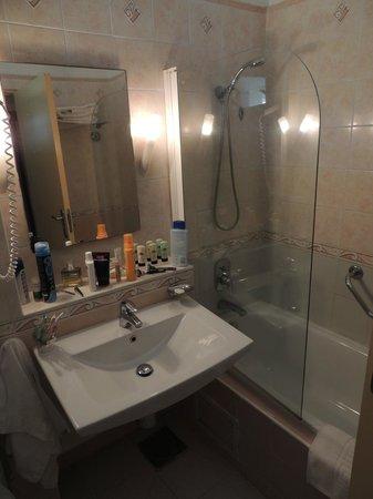 Kairaba Beach Hotel: Bathroom