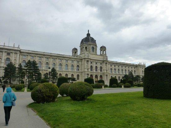 Kunsthistorisches Museum: Museum's Beautiful Exterior