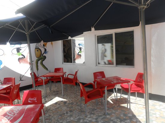 GTS Bar & Restaurant : Outside Seating Area