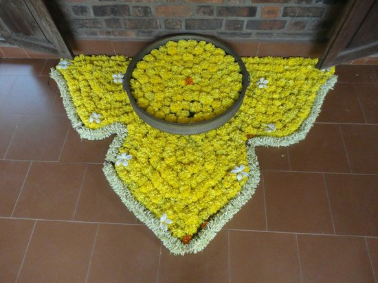 Muttukadu, India: Alpana! Flower rangoli