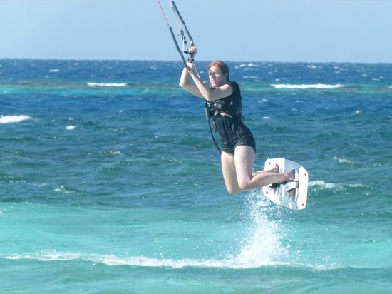 Kitesurf Roatan : Micha's first jumps