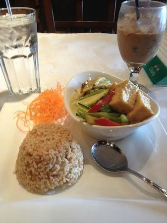 Phuket Thai Restaurant: Green Curry with Tofu and Brown Rice