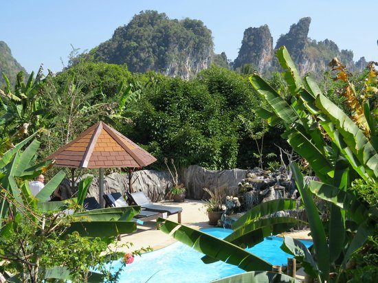 Morning Mist Resort : View of the Pool and Karsts in Background