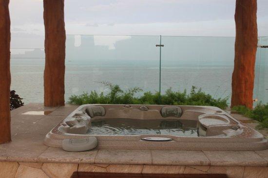 Villa del Palmar Cancun Beach Resort & Spa: Our own hot tub