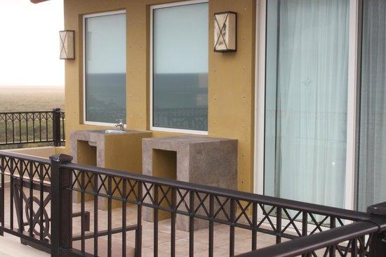 Villa del Palmar Cancun Beach Resort & Spa: sink on our balcony/patio