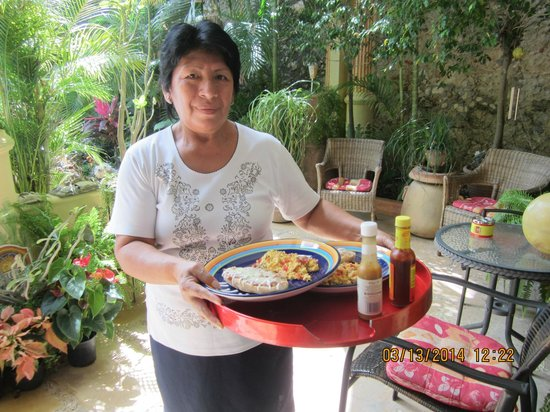 Los Arcos Bed & Breakfast : Our fabulous cook and house cleaner