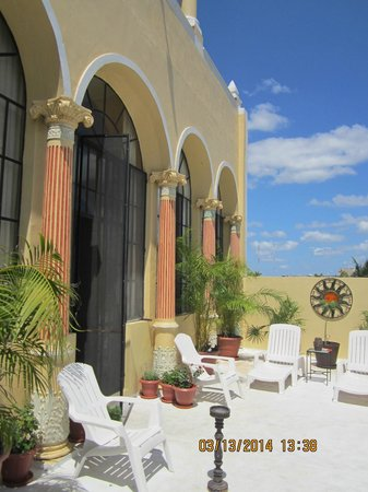 Los Arcos Bed & Breakfast : Upper balcony off the suite