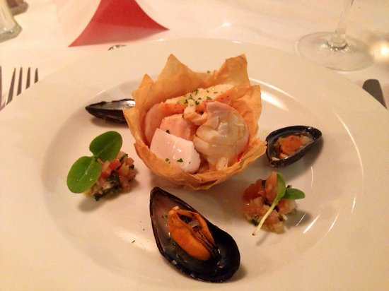 Villandry Bicester Village: Chilled Mediterranean Seafood Panache Lobster , mussel , salmon, and prawn cooked with white win