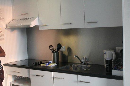 Amsterdam ID Aparthotel: Kitchen