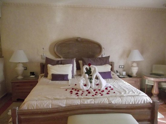 Excellence Punta Cana: Bed decorated for our Anniversary