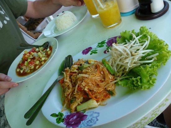 Stop at Sopa: Pad Thai