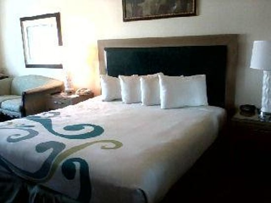 Tropicana Laughlin: King size bed