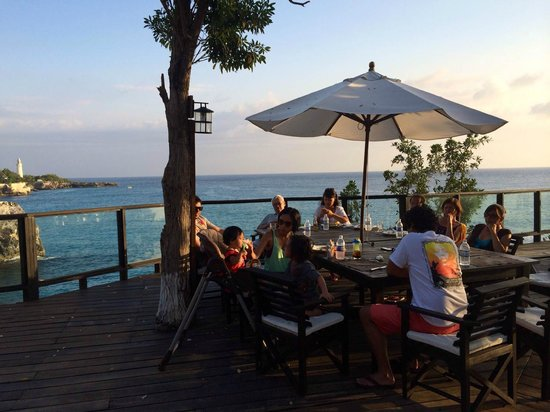 Villas Sur Mer: Family dinner. Thanks to Bull for his amazing goat curry!