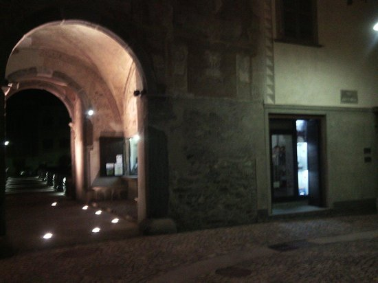 Visit Valtellina - Day Tours: Agenzia in notturna porta poschiavina
