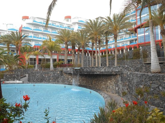 Hotel R2 Pajara Beach Hotel & Spa: One of the pools and enclosed terrace