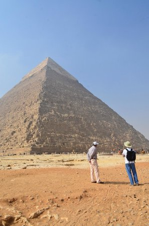 Egypt Tours by Abdo El-Lahamy Private Tour Guide: Khafre's Still Smooth Tip