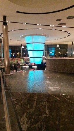 T Hotel: Atrio