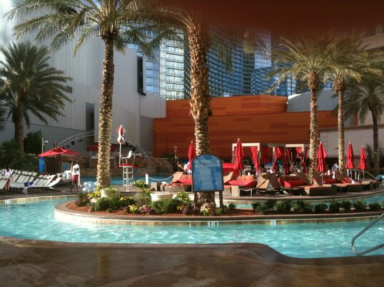 Monte Carlo Resort & Casino: Pool area