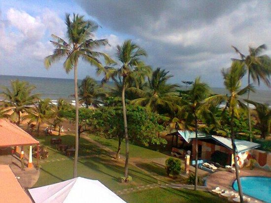 Paradise Beach Hotel : Cloudy sky in negombo!