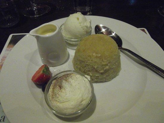 The Coach House Brasserie: The Apple cake ... divine dessert!