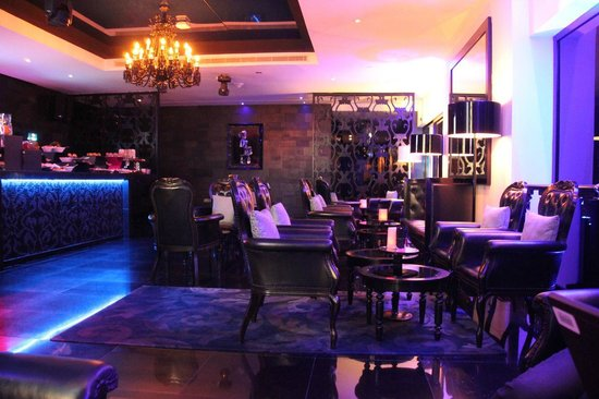 W Doha Hotel & Residences: Crystal Lounge - Happy hour for Club Members