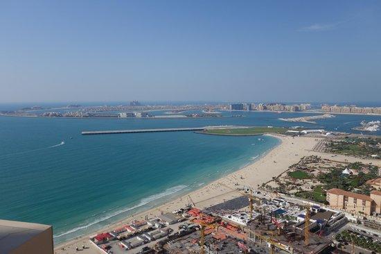 Hilton Dubai The Walk : Aussicht auf den Strand