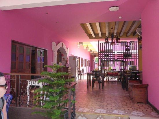 Changpuak Boutique House: entrée de l'hotel - salle à manger sur cour