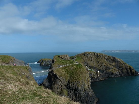 Carrick-A-Rede Rope Bridge: from the nearby viewpoint