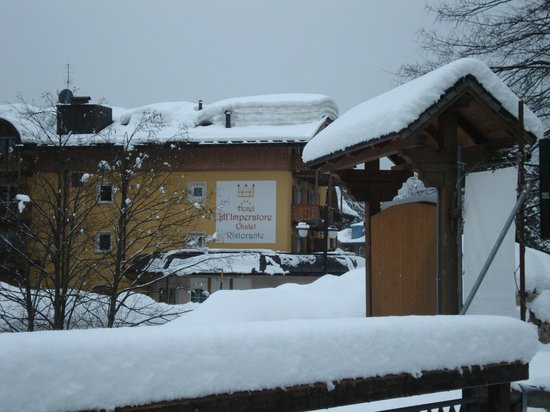 Hotel Chalet all'Imperatore: Hotel view from the street