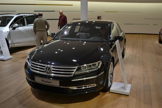 The Transparent Factory of Volkswagen : The Phaeton