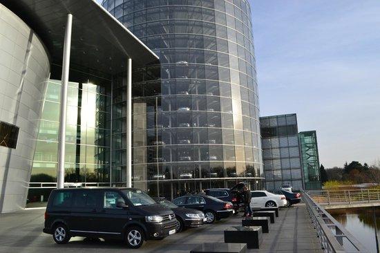 Die Gläserne Manufaktur von Volkswagen: Tower of cars