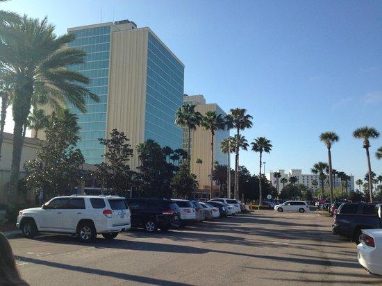 Doubletree by Hilton Orlando at SeaWorld: VISTA PARTE EXTERNA DO HOTEL