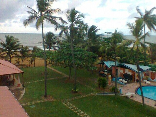 Paradise Beach Hotel : Beach and the pool!!