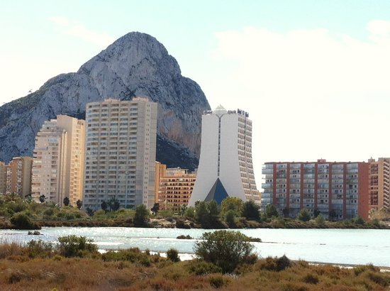 HOTEL SH IFACH: Ifach is white building on right