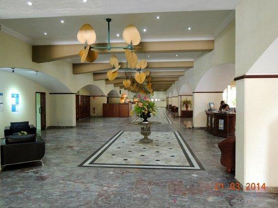 Plaza Hotel Curacao: Hotel Entrance