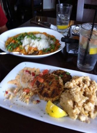 Harry's Seafood Bar and Grille : crawfis etoufee & crab cakes