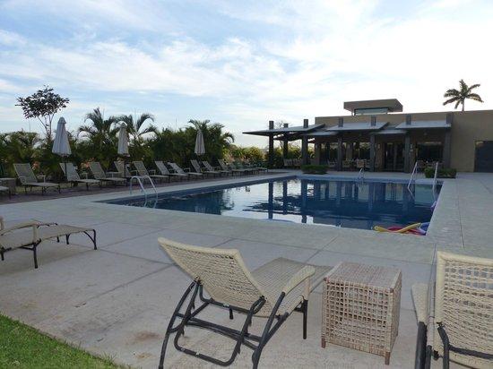 Hilton Garden Inn Liberia Airport: nice poolside dining