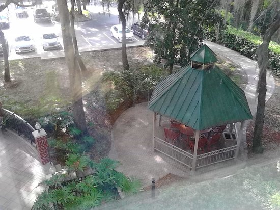 Hilton Garden Inn Tampa East/Brandon: Gazebo, lovely outdoor seating