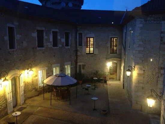 Chateau Chapeau Cornu : binnenplein